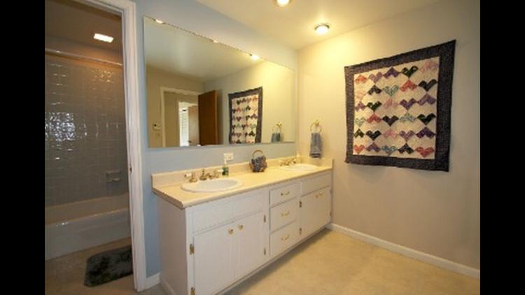 Guest bathroom before renovations