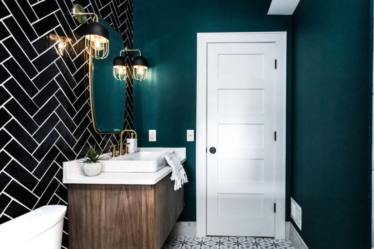 Bold color in the bathroom makes a statement